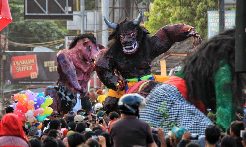 Genderuwo-Bertanduk-Melintas-featured