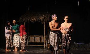 lppmkreativa-Hima PBD Gambarkan Kondisi Indonesia Saat Ini dengan Lakon Kedhung Srengenge
