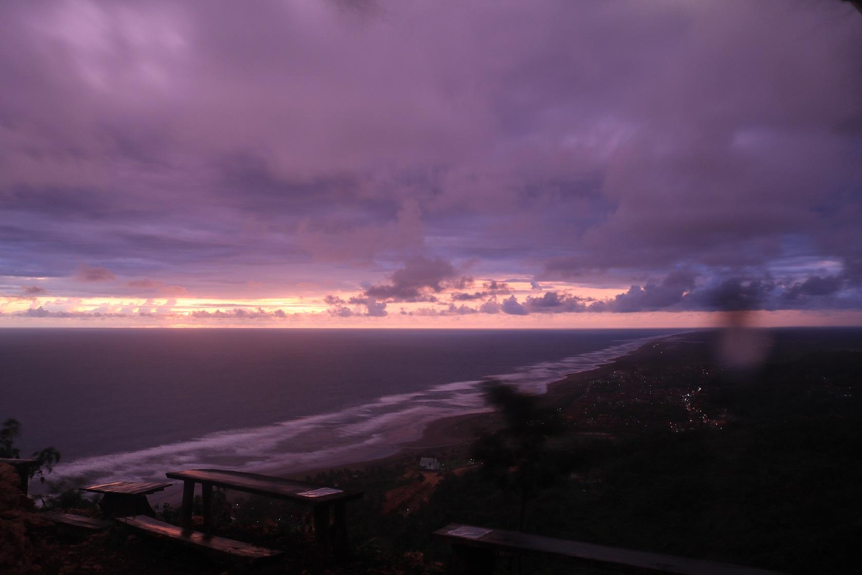 Sunset Bukit Paralayang bangku kosong
